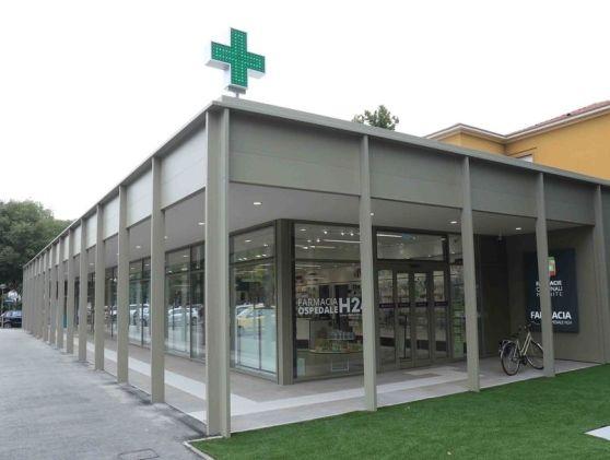 Aperta-anche-di-notte-la-nuova-farmacia-davanti-all'ospedale
