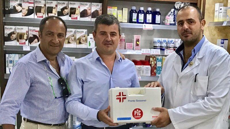 Cesa:-La-Farmacia-Comununale-dona-medicianli-alla-Protezione-Civile