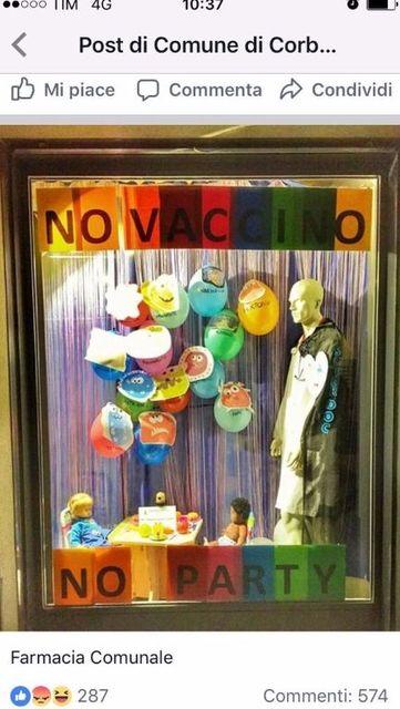 La-vetrina-della-farmacia-pro-vaccinazioni-scatena-l'ira-dei-no-vax