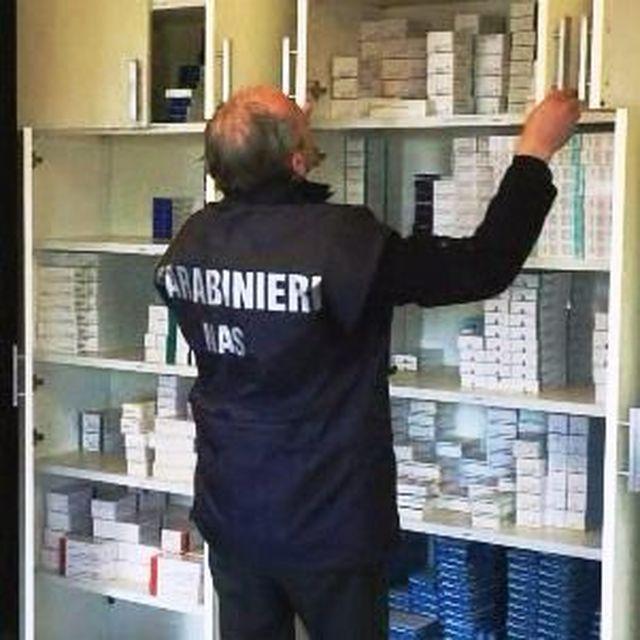 Mercato-nero-dei-farmaci-ad-alto-costo:-arrestati-un-farmacista-e-sei-dipendenti-dei-depositi