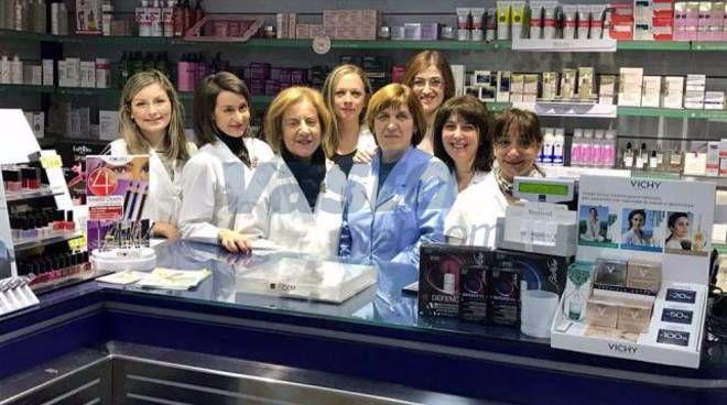 Otto-marzo:-dodici-donne-in-farmacia.
