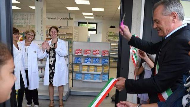 Taglio-del-nastro-alla-farmacia-«Apre-per-tenacia-delle-titolari»