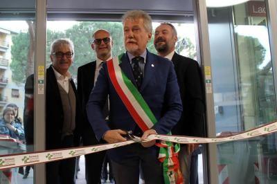 """Taglio-del-nastro-per-la-Farmacia-Comunale-""""Giotto"""""""
