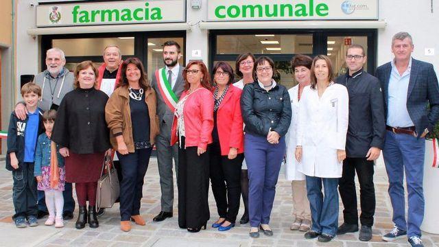 Una-nuova-farmacia-ricca-di-servizi-TUTTE-LE-FOTO